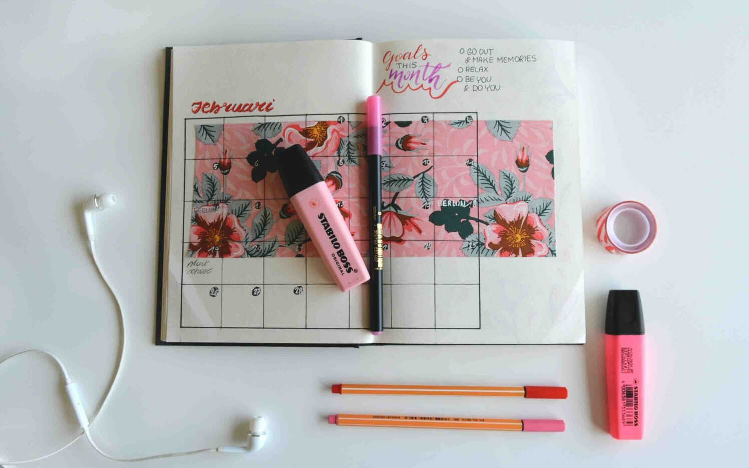 How To Create A Bullet Journal Monthly Spread (With Ideas)